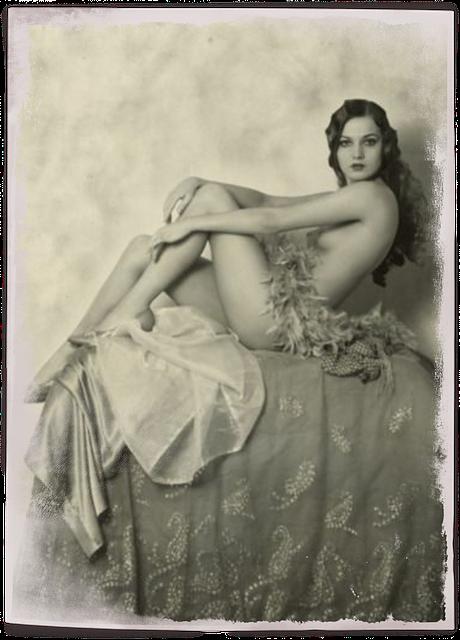 Vintage naked lady